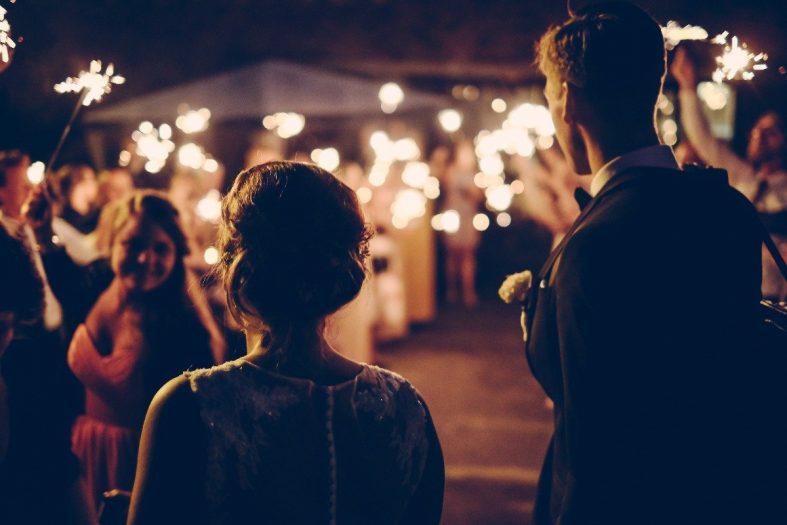 Špalír pro novomanžele s prskavkami