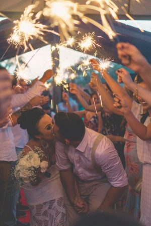 Svatební špalír s prskavkami