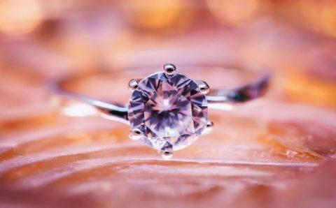 Jak vybrat zásnubní prsten – průvodce výběrem