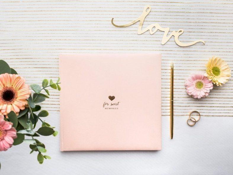 Čtvercová světle růžová svatební kniha hostů