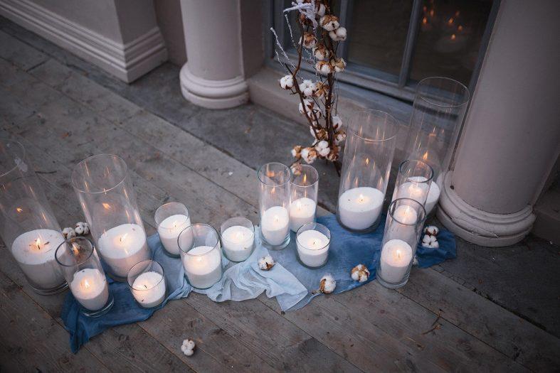 Svíčky nemohou na listopadové svatbě chybět
