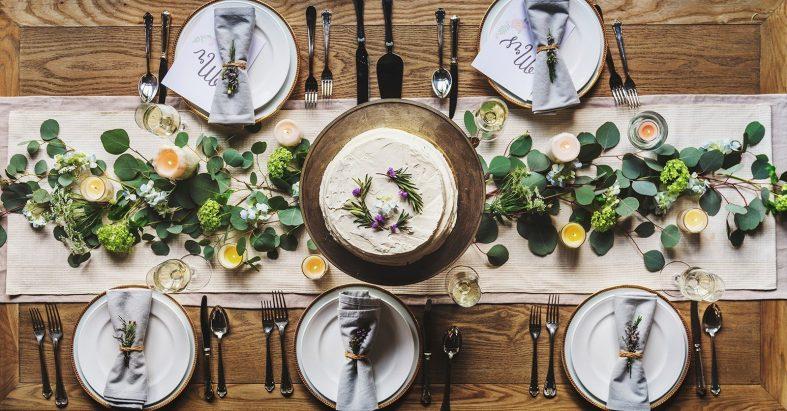 Svatební tabule připravená na svatební menu