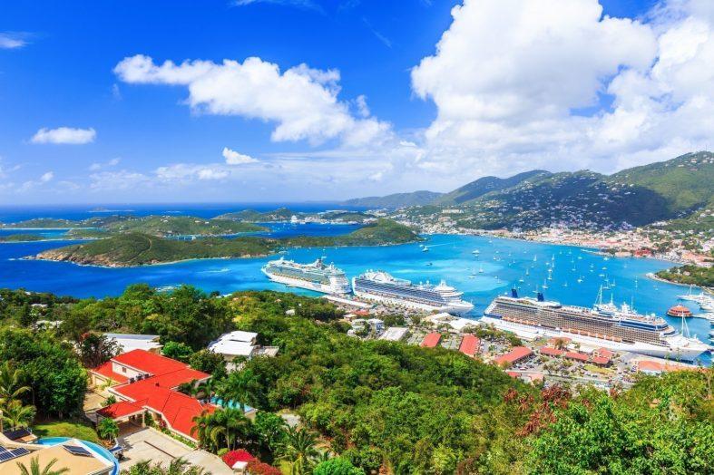 Trajekty v přístavu na ostrově Svatý Tomáš