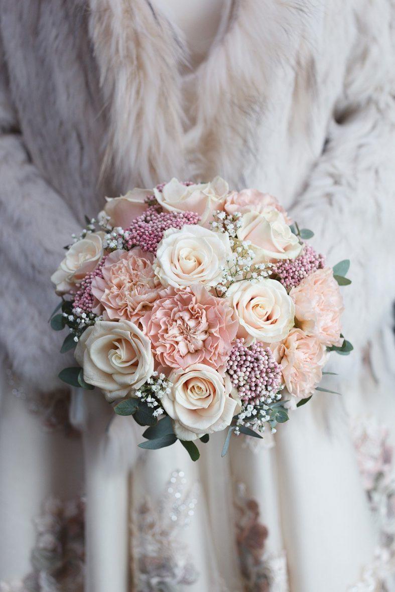 Bílý svatební kožich