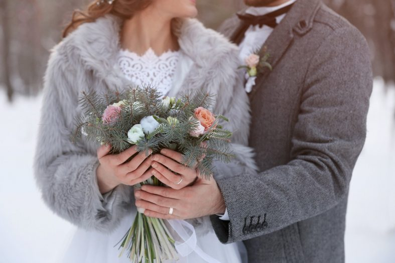 Šedý svatební kožich