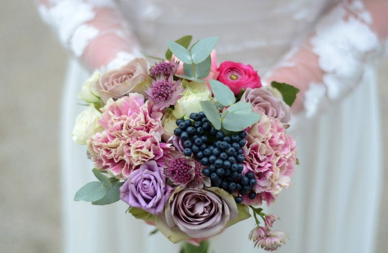 Házení krásné svatební kytice je škoda