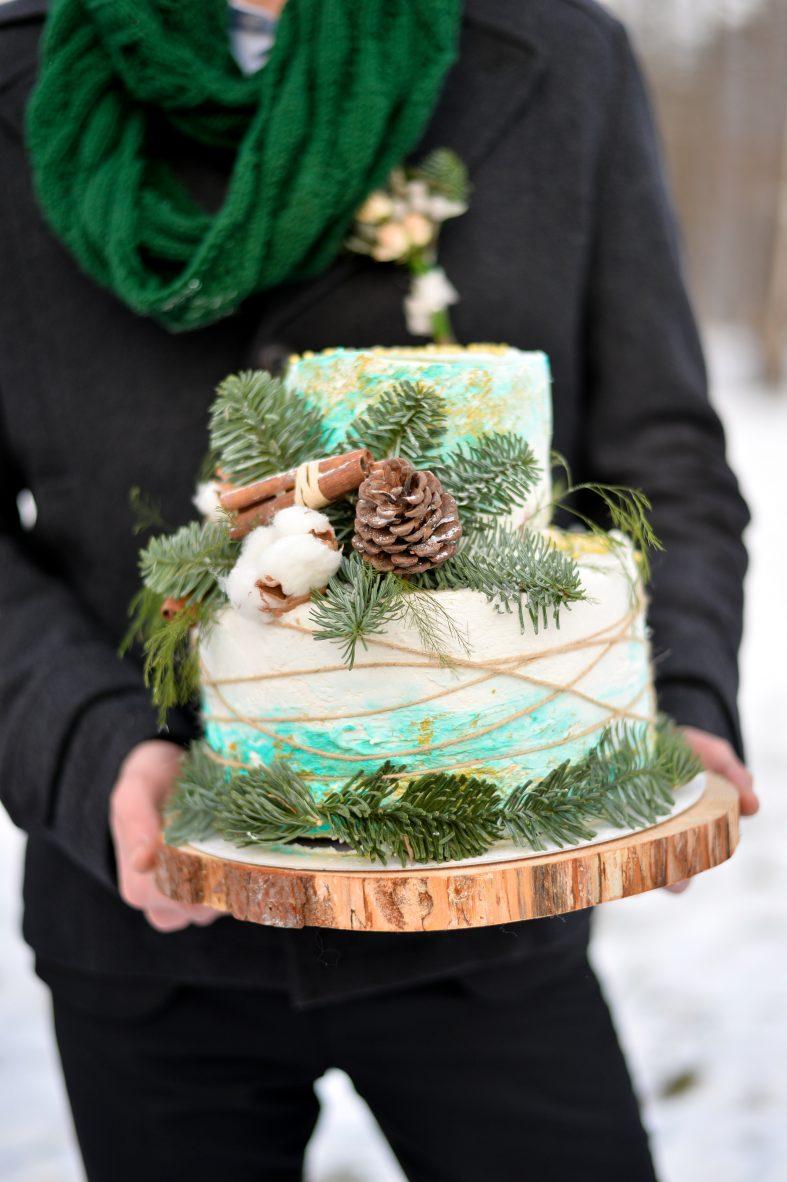 Nahý svatební dort se šiškami