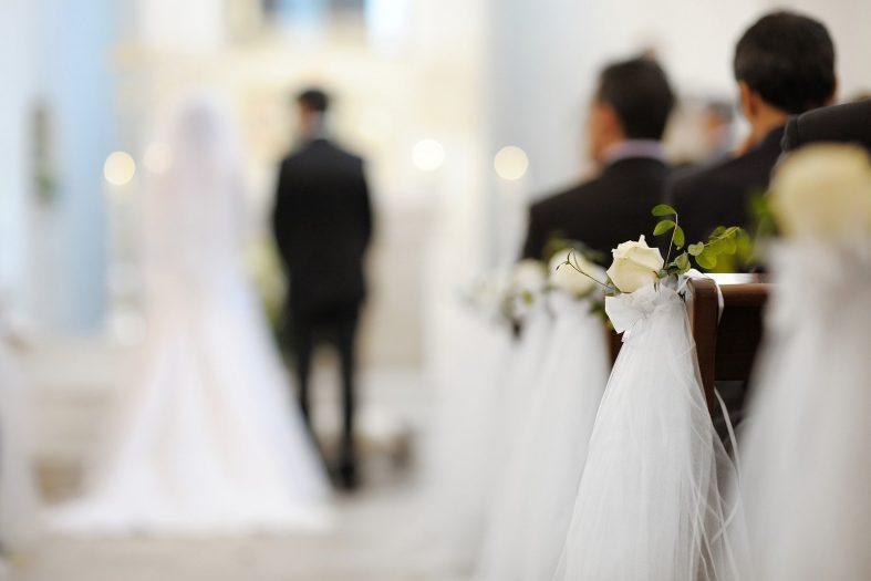 Svatební výzdoba při svatbě v kostele