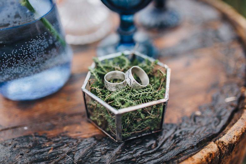 Tepané ocelové snubní prsteny