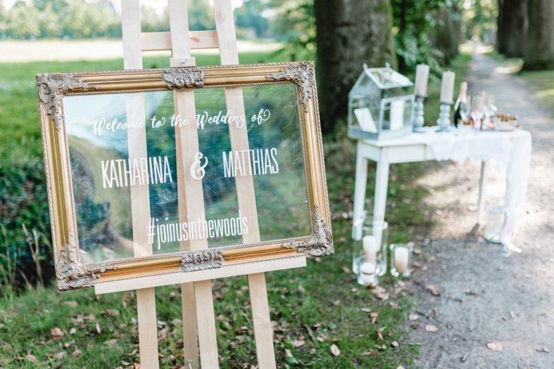 Skleněná tabule pro uvítání svatebních hostů