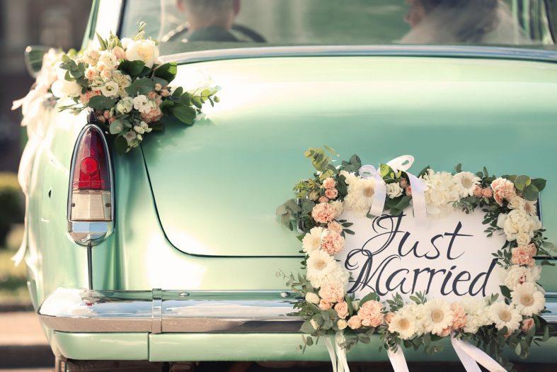 Výzdoba svatebního auta