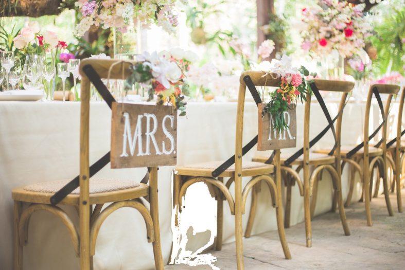 Vyzdobené svatební židle