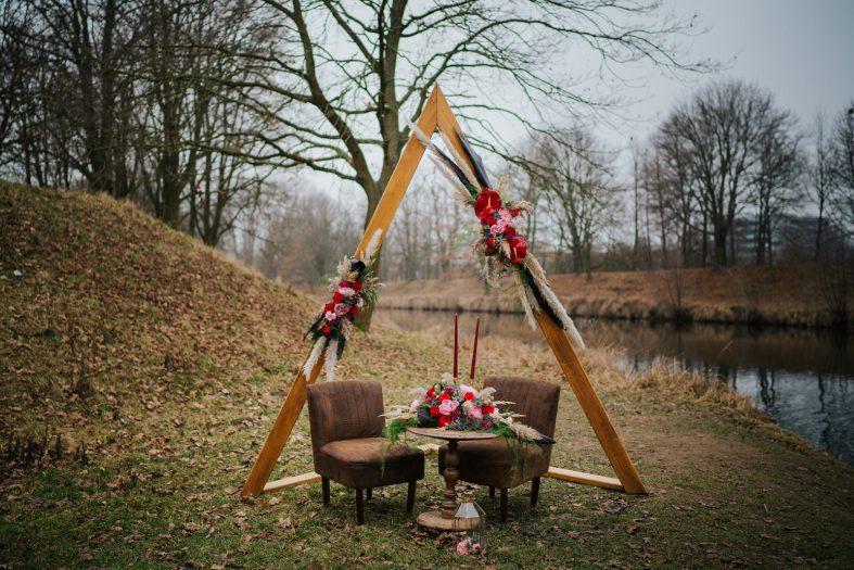 Dřevěná svatební brána trojúhelník