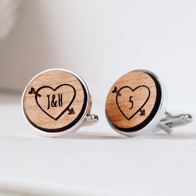 Dřevěné manžetové knoflíčky na svatbu