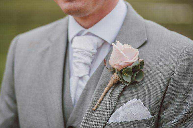 Svatební kravata sladěná s kapesníčkem