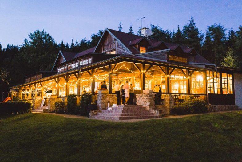 Nasvícení svatební hostiny