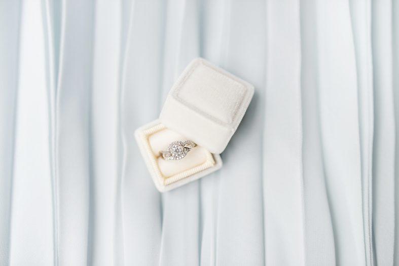 Jaký materiál zvolit pro zásnubní prsten