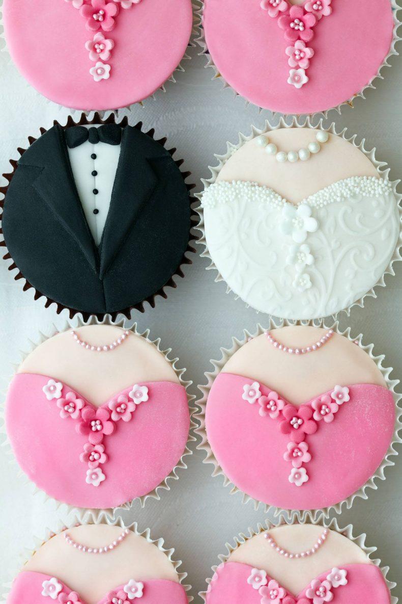Barevné dortíky se svatebními motivy