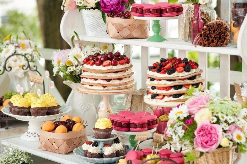 Barevné svatební dorty a dortíky