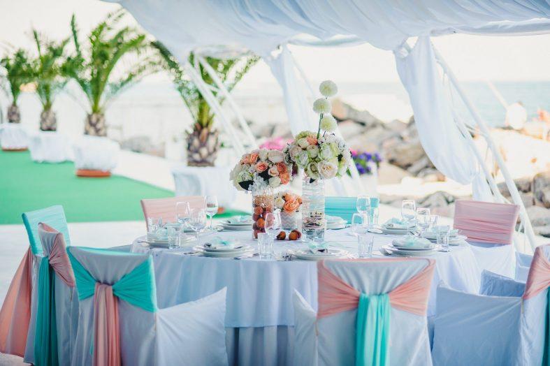 Barevné svatební potahy na židle