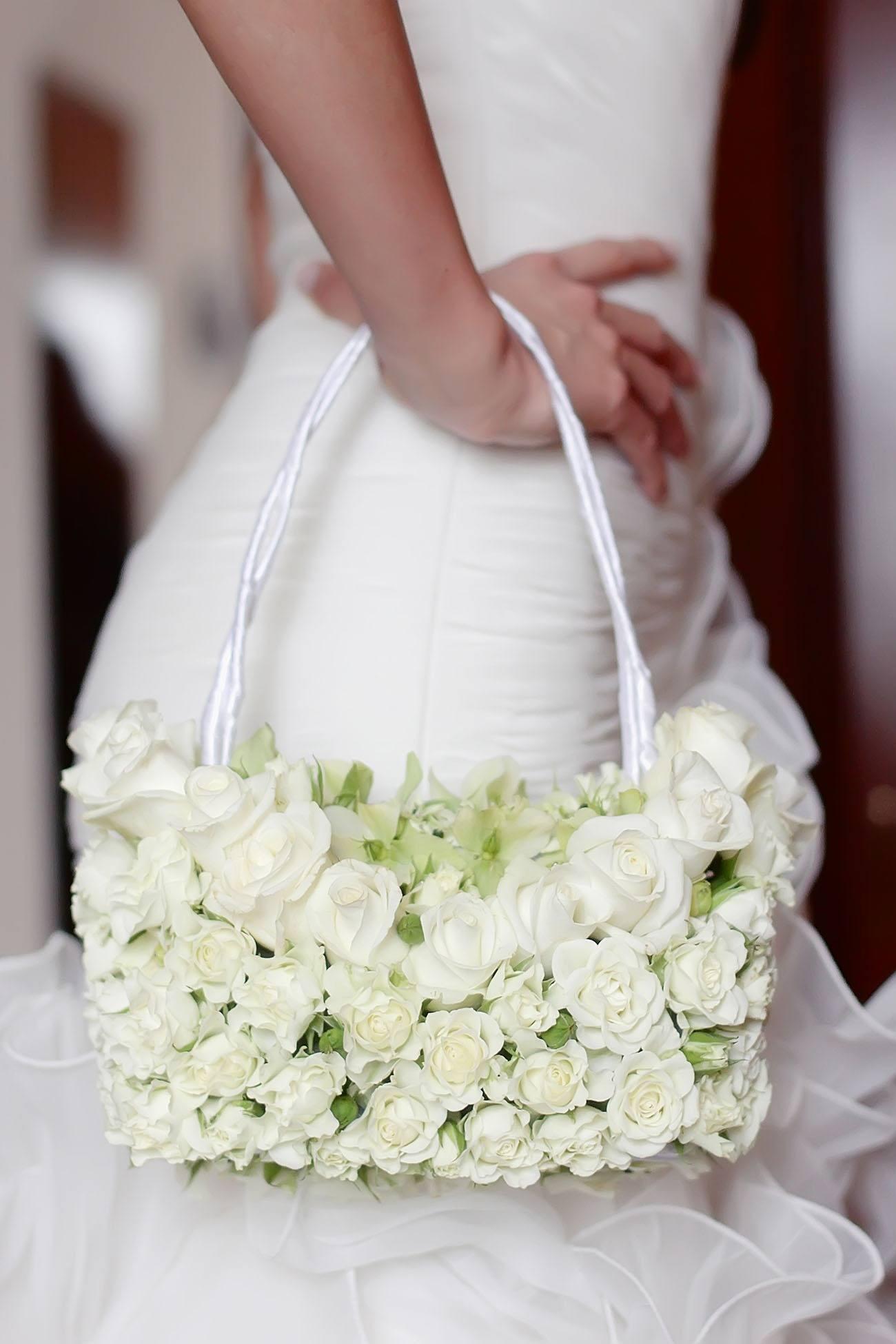 Bílá květinová kabelka