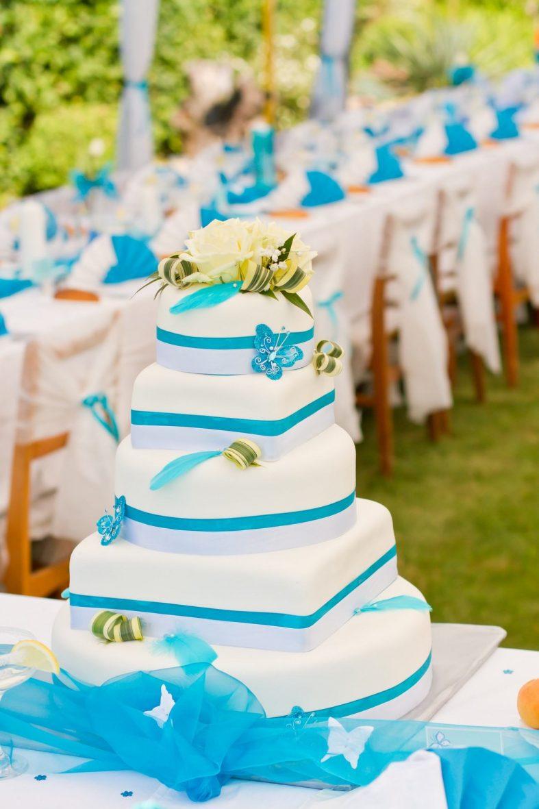 Bílo-modrý patrový dort