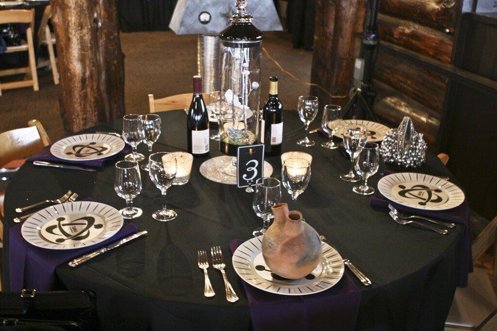 Černo-fialová svatební tabule