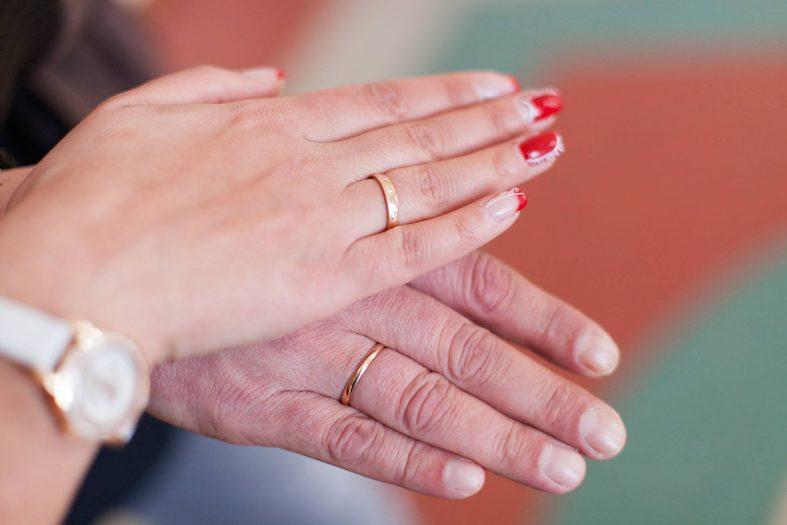 Červené svatební nehty - foto
