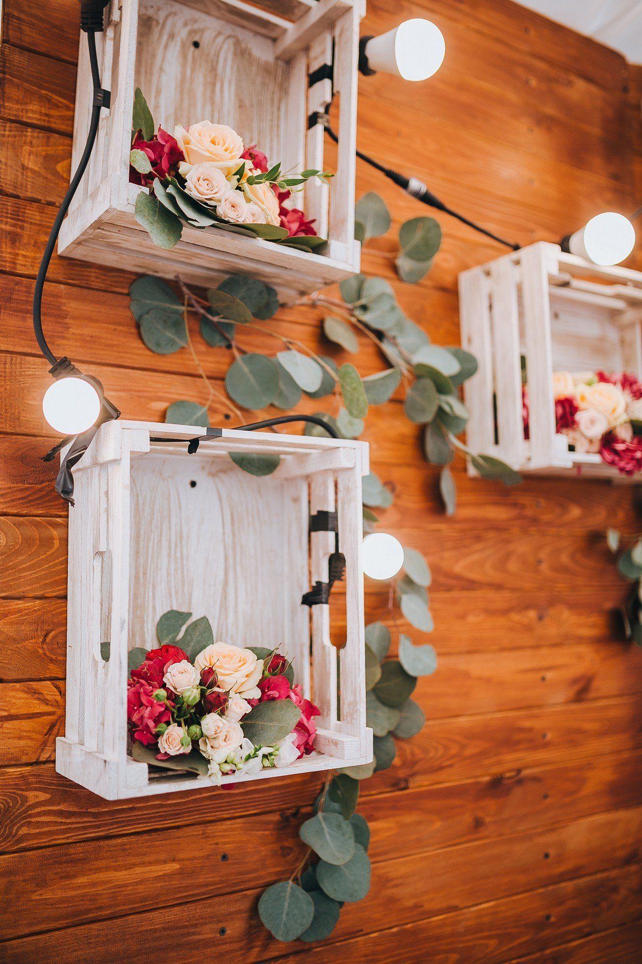 Bedýnky osázené květinami jako svatební dekorace