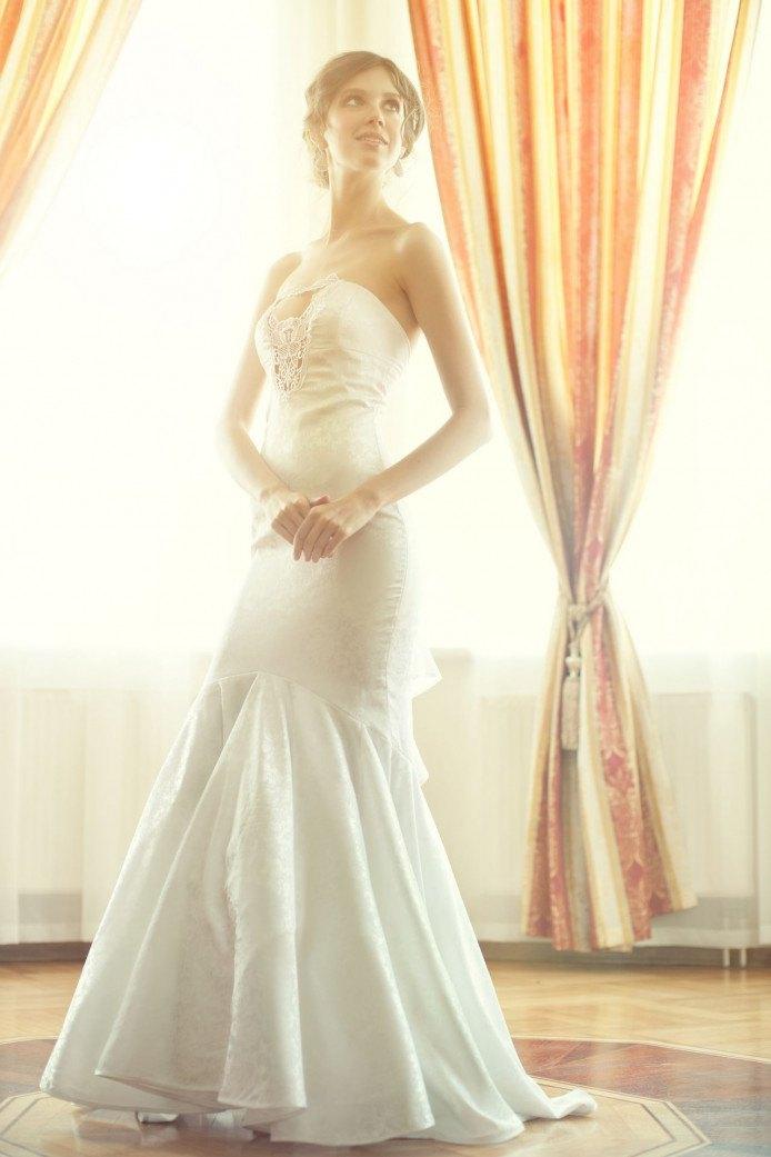 9697cef6ac2 Dlouhé svatební šaty s krajkou. Sdílejte článek s přáteli