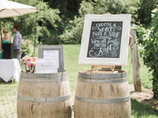 Dřevěné sudy na svatbě