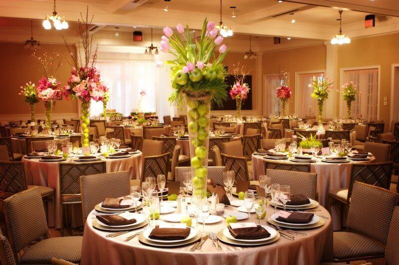 Hnědo-krémová svatební tabule