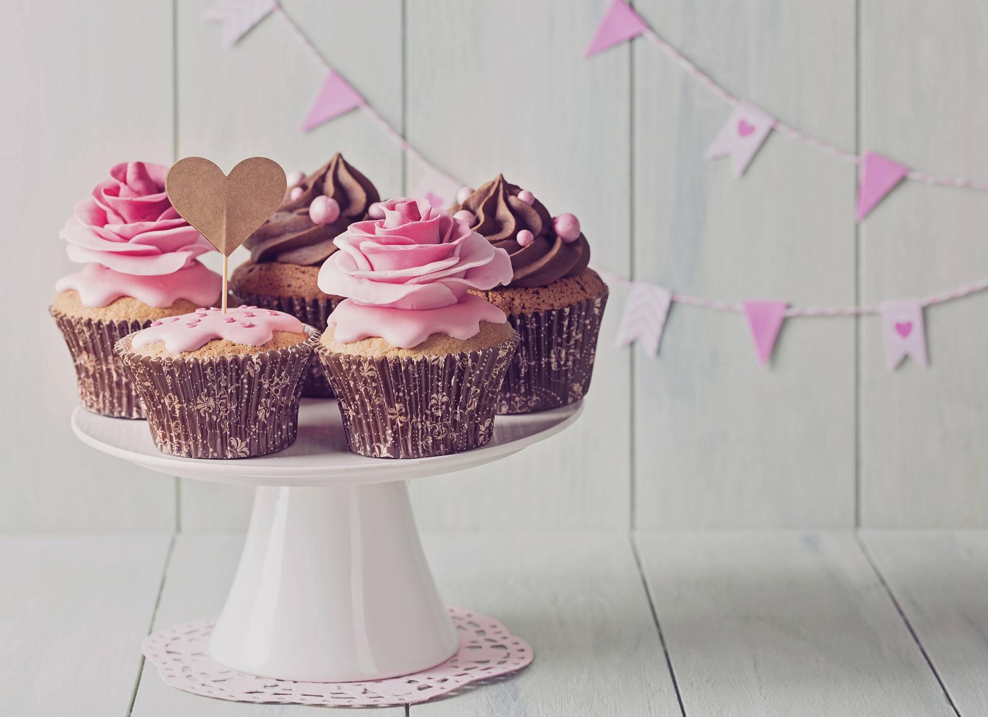 Hnědo-růžové svatební dortíčky