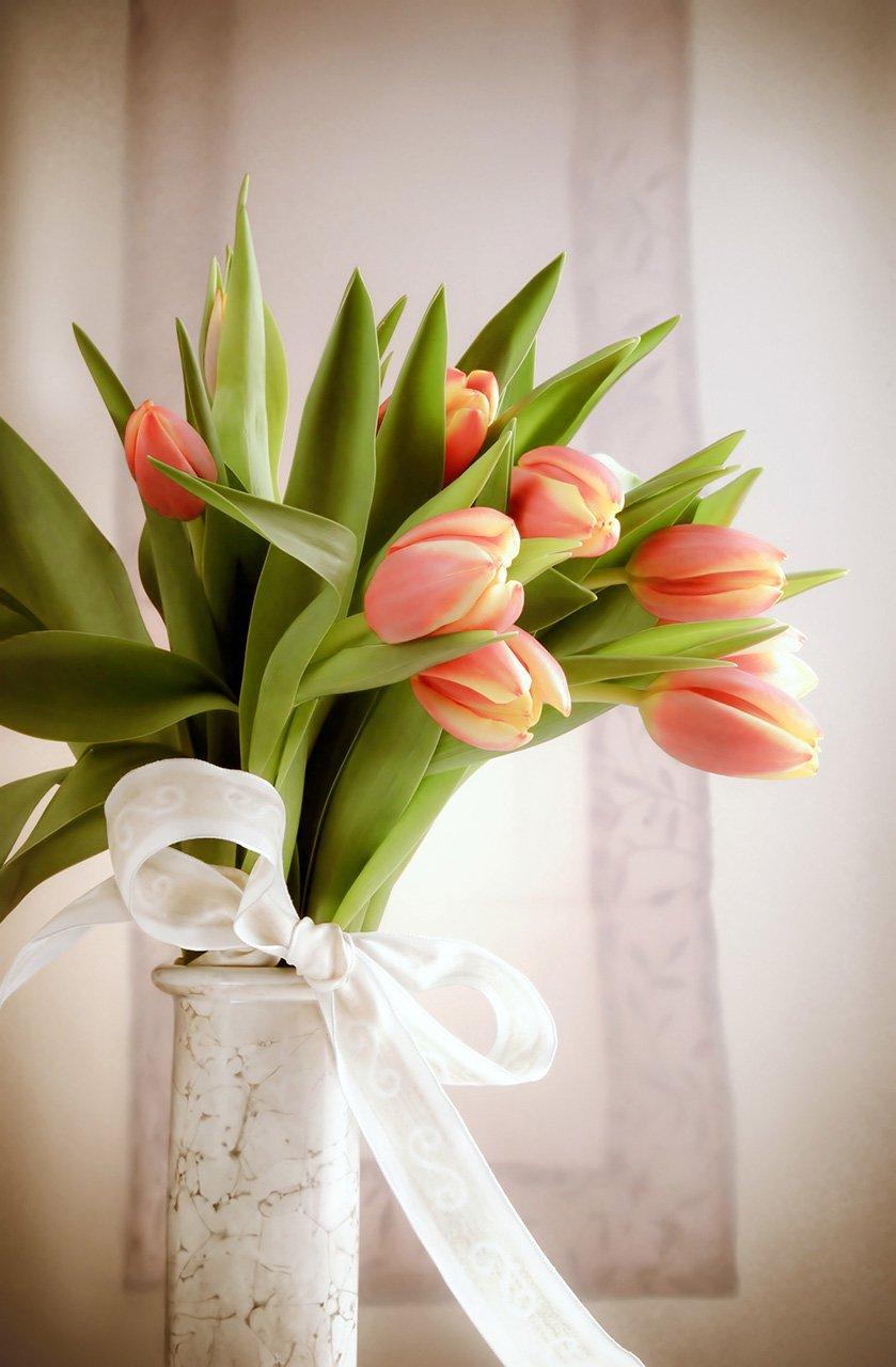 Jednoduchá kytice z oranžových tulipánů