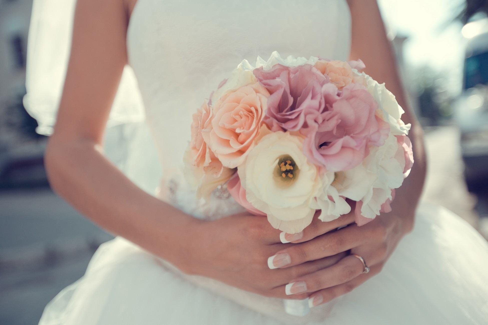 Jemná světlá svatební kytice