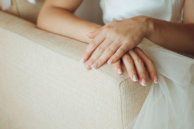 Jemné gelové svatební nehty