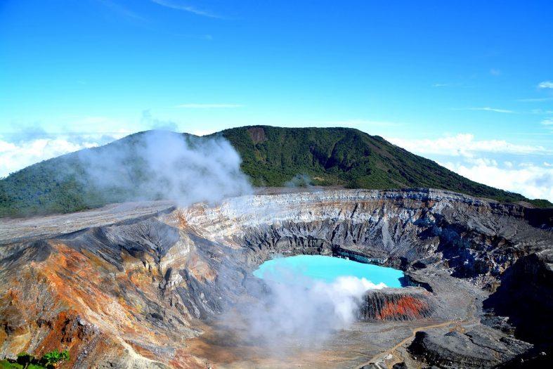 Jezero ve vulkánu Poas