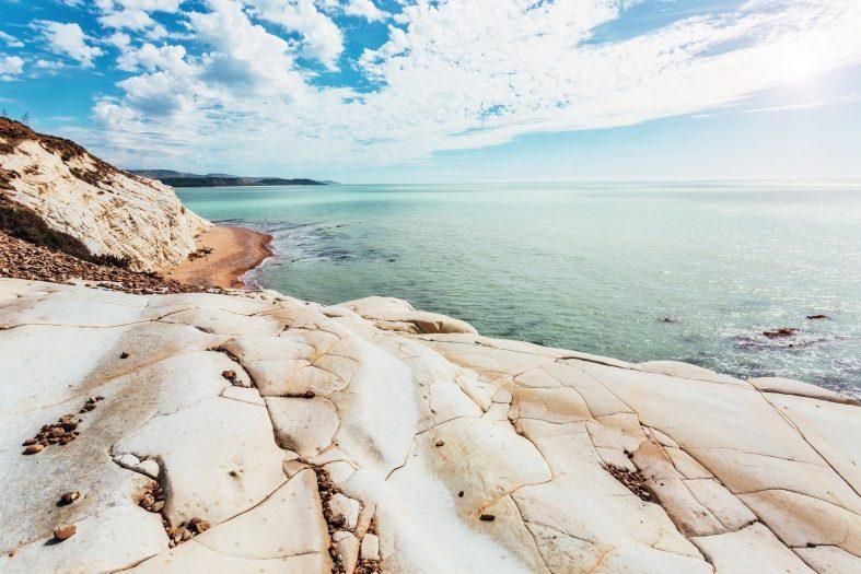 Kamenitě-písčitá pláž, Sicílie