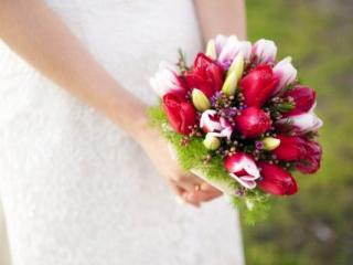 Kulatá svatební kytice s tulipány