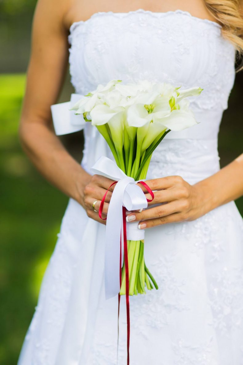 Svatební kytice z bílých kal