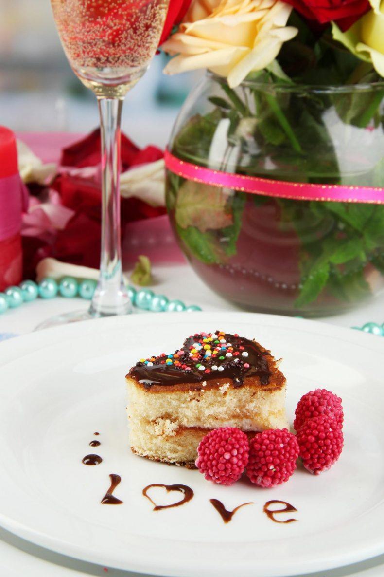 Lehký svatební dortík