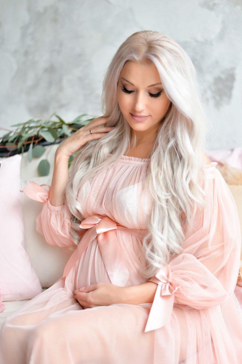 Meruňkové svatební šaty pro těhotné