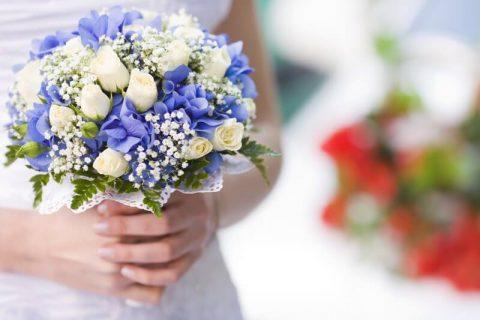 Modro-bílá svatební kytice
