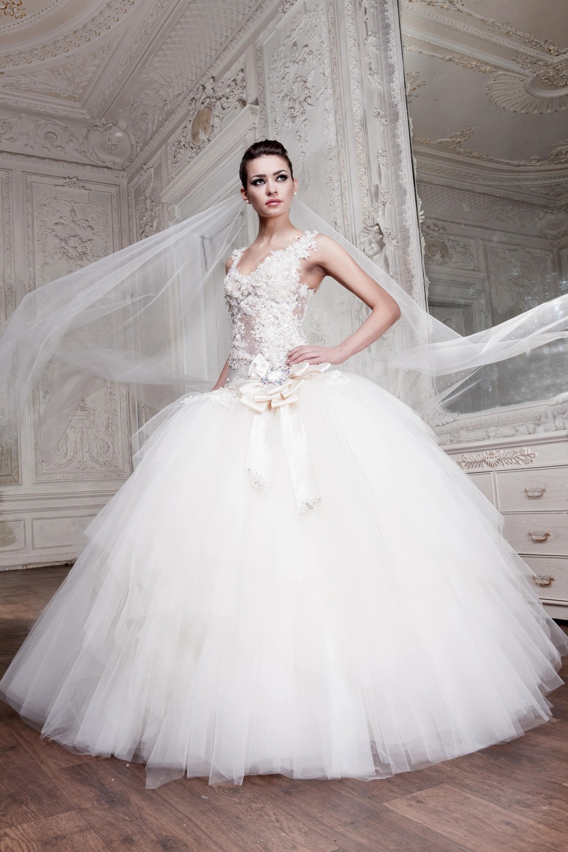 Nádherné svatební šaty s mašlí