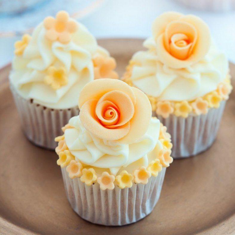 Oranžové svatební cupcakes
