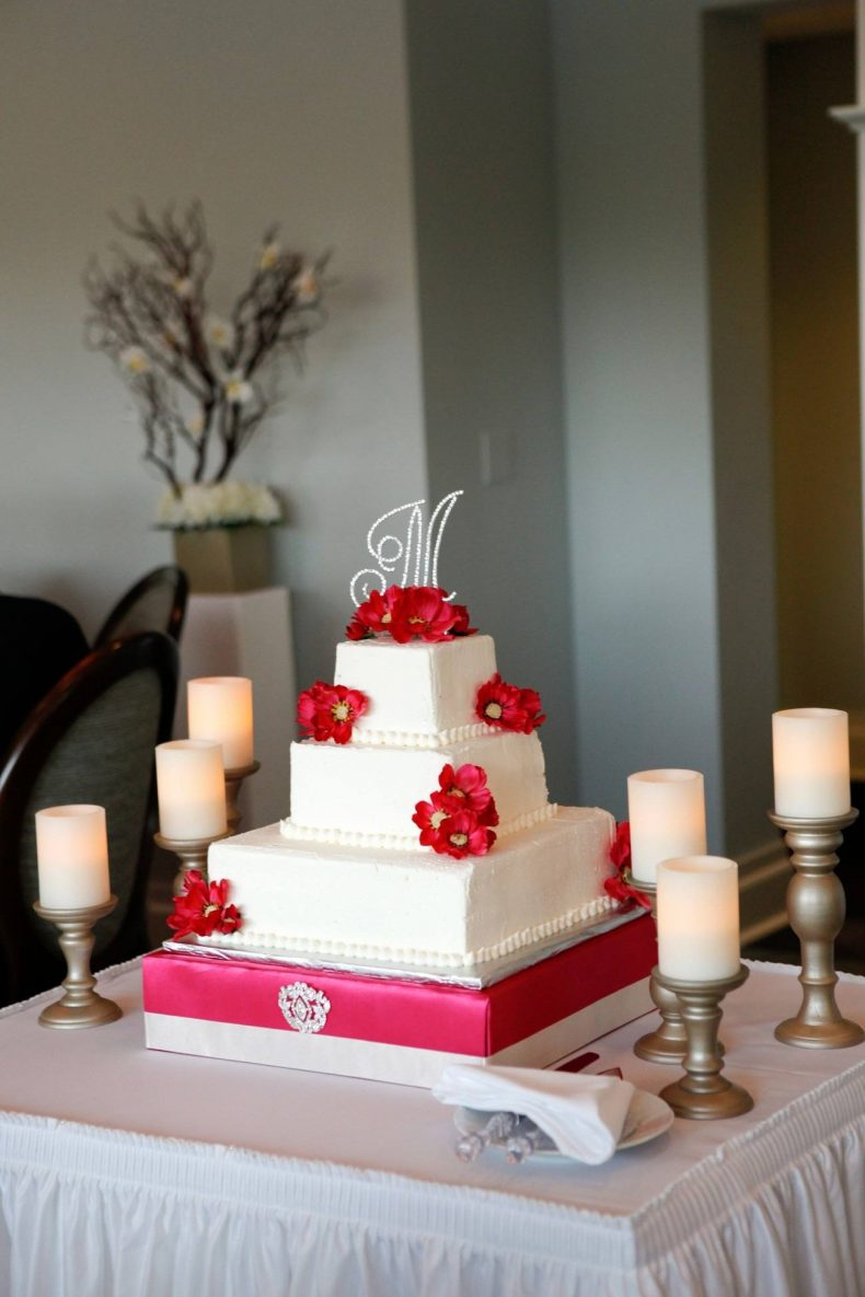 Patrový bílo-růžový svatební dort
