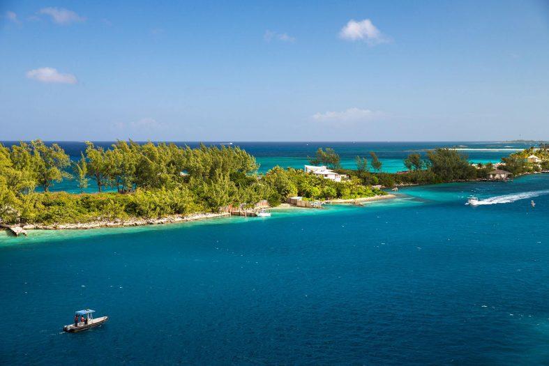 Pláž u Nassau, Bahamy