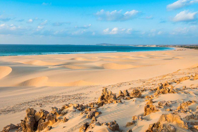 Pláž Praia de Chave s písečnými dunami