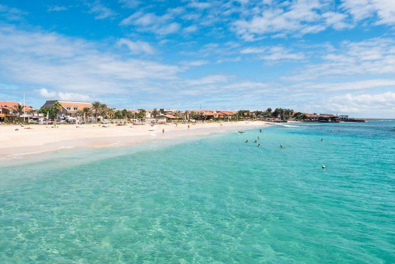 Pláž v letovisku Santa Maria