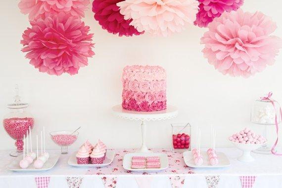 Růžové svatební dekorace s Poms